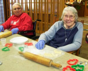 Gardenside Residents Decorating Cookies